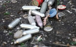 Des sénateurs du Nord ont déposé une proposition de loi visant à interdire la vente aux mineurs de protoxyde d'azote, ce gaz hilarant inhalé par de plus en plus d'ados pour ses effets euphorisants.