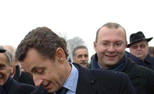 Le député UMP Damien Meslot au deuxième plan, derrière Nicolas Sarkozy, le 27 janvier 2006 à Belfort.
