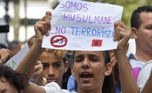 Le 19 août 2017, à Barcelone, une jeune fille brandit une pancarte : «Nous sommes musulmans, pas terroristes.».