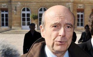 """""""Ce pape commence à poser un vrai problème"""", on a l'impression qu'il vit """"dans une situation d'autisme total"""", a déclaré l'ancien Premier ministre Alain Juppé (UMP)."""