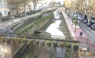 Le canal de la Robine à Narbonne a été vidé.