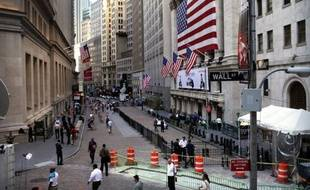 La Bourse de New York a terminé sans direction vendredi, le marché réagissant aux nouvelles mitigées de grosses entreprises américaines et toujours dans l'attente de nouvelles de Grèce: le Dow Jones a progressé de 0,76% mais le Nasdaq s'est replié de 0,06%.