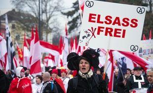 Des manifestants défilent à Strasbourg contre la nouvelle carte des régions, le 13 décembre 2014.