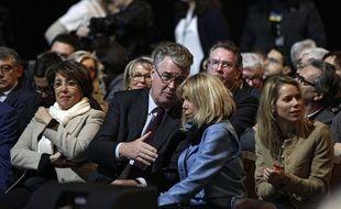 Jean-Paul Delevoye, ici en discussion avec Brigitte Macron lors d'un meeting d'Emmanuel Macron le 14 janvier 2017 à Lille.