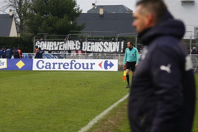 Un banderole « Gourvennec démission » à Granville lors de l'élimination en Coupe de France des Girondins en janvier 2018.