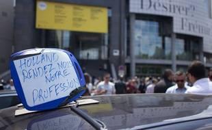Le 16/06/15. Manifestation de taxis contre UberPOP, place de la  Bastille. Credit:Heloise de Poyferre/SIPA