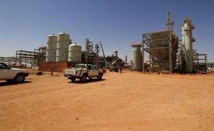 """L'armée algérienne """"bombardait"""" jeudi le site gazier du centre-est de l'Algérie où un groupe islamiste retient de nombreux otages, parmi lesquels des dizaines d'Occidentaux, a annoncé une source de ce groupe à l'agence mauritanienne en ligne Nouakchott information (ANI)."""