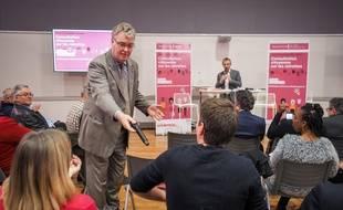Le haut-commissaire aux retraites, Jean-Paul Delevoye, participe à une consultation citoyenne le 21 Novembre 2019 a Poitiers.