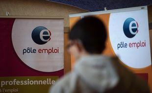 Le réseau de relations personnelles est mobilisé pour plus de la moitié des recrutements. AFP PHOTO / PHILIPPE HUGUEN