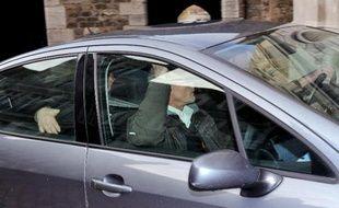 La voiture transportant la mère de la fillette tuée à Berck à son arrivée le 30 novembre 2013 au tribunal de Boulogne-sur-Mer