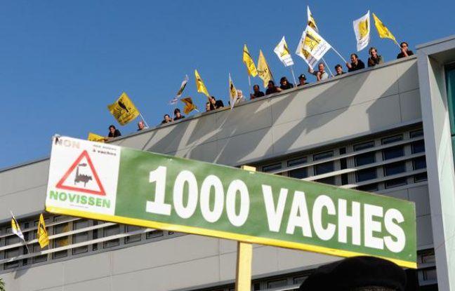 Manifestation contre le projet de ferme des mille vaches au siège du groupe Ramery, le 12 septembre 2013.