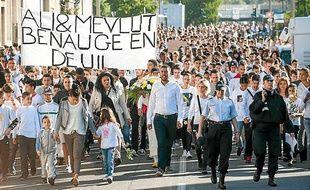 Une marche blanche a été organisée à la Benauge en hommage aux deux jeunes tués par leur père.
