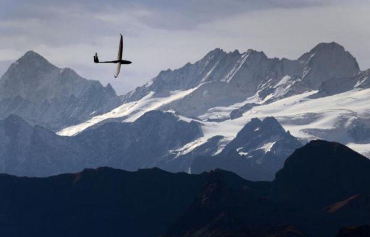 Un planeur au-dessus de montagnes (Illustration) – Fabrice Coffrini AFP