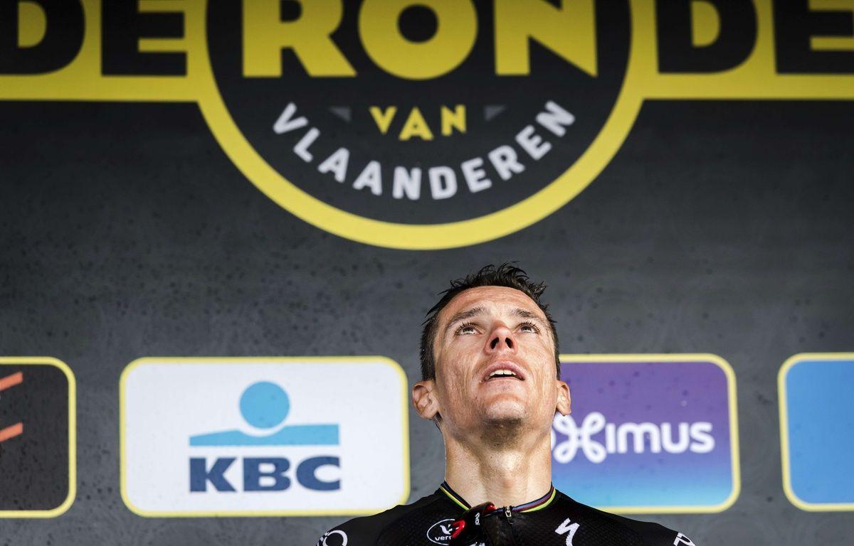 Philippe Gilbert sur le podium après avoir remporté le Tour des Flandres, le 2 avril 2017.  – Geert Vanden Wijngaert/AP/SIPA