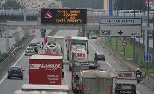 Le périphérique de Toulouse a été bloqué ce lundi matin après un accident impliquant un camion-poubelle.