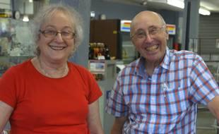 Karen et Barry Mason dans leur magasin, le Circle of Books.