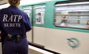 Les vols représentent la majorité des infractions perpétrées dans les transports en commun d'Ile-de-France où les hommes et les jeunes en sont le plus souvent victimes, selon une étude de l'Observatoire national de la délinquance (OND) publiée lundi.
