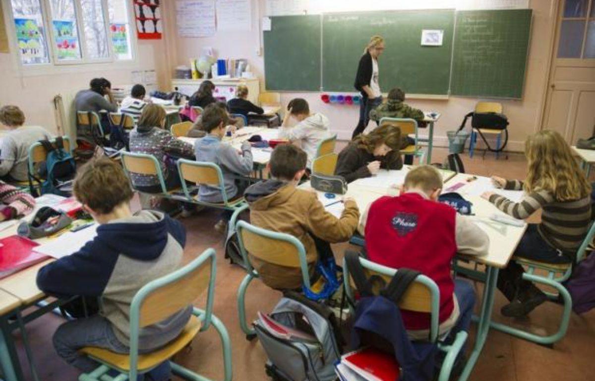 """Un rapport sénatorial préconise le retour à une année de stage lors de la formation des enseignants, alors que depuis la réforme de la """"mastérisation"""" en 2010, ils se retrouvent directement devant les élèves sans expérience pédagogique. – Boris Horvat afp.com"""