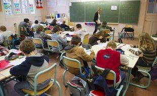 """Un rapport sénatorial préconise le retour à une année de stage lors de la formation des enseignants, alors que depuis la réforme de la """"mastérisation"""" en 2010, ils se retrouvent directement devant les élèves sans expérience pédagogique."""
