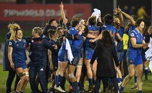 La joie des Françaises après leur victoire au pays de Galles, synonyme de Grand Chelem, le 16 mars 2018.
