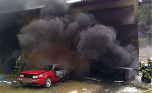L'incendie a détruit dix véhicules de collection.