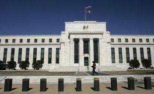 """Le gouvernement américain proposera lundi d'élargir considérablement les pouvoirs de la banque centrale des Etats-Unis en lui permettant notamment de surveiller les marchés financiers pour éviter des catastrophes comme celle des """"subprime"""", rapporte samedi le New York Times."""