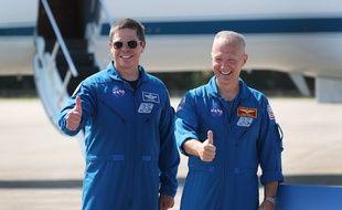 Les astronautes de la NASA Bob Behnken (à gauche) et Doug Hurley (à droite) doivent décoller le 27 mai à bord d'une fusée SpaceX. Ce sera le premier vol habité américain depuis 2011.
