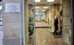 """Une femme de 52 ans, en situation de détresse sociale, s'est immolée par le feu et a été gravement blessée lundi dans le bureau du député-maire PS d'Hazebrouck (Nord) Jean-Pierre Allossery, lui-même légèrement touché et """"en état de choc""""."""