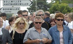 """Une information judiciaire a été ouverte dimanche au tribunal de Colmar pour """"tentative de meurtres"""" à l'encontre du chauffard qui a fait un mort et seize blessés samedi à l'issue d'un bal à Berrwiller (Haut-Rhin) où une marche silencieuse a rassemblé 2.000 personnes dans la matinée."""