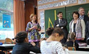 La prochaine rentrée scolaire se fera en rythmes dispersés: Lille attendra 2014 pour adopter la semaine de 4,5 jours, Paris doit officialiser lundi le choix de 2013. Le débat sur les rythmes a largement éclipsé le projet de loi sur l'école, adopté mardi à l'Assemblée.