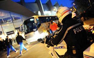 Des gendarmes aux abords du Parc des Princes, le 15 mars 2009.