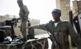 Un calme relatif était revenu dimanche soir à Tombouctou (nord-ouest du Mali), où au moins sept personnes, dont un soldat malien et un civil nigérian, ont été tuées dans un attentat suicide suivi d'affrontements entre soldats maliens, français et des jihadistes infiltrés.