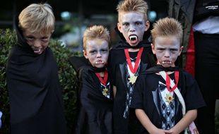 Des enfants déguisés pour Halloween. Illustration.