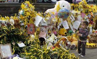 Hommage des britanniques à la petite Maddie, toujours portée disparue, Rothley, Royaume-Uni.