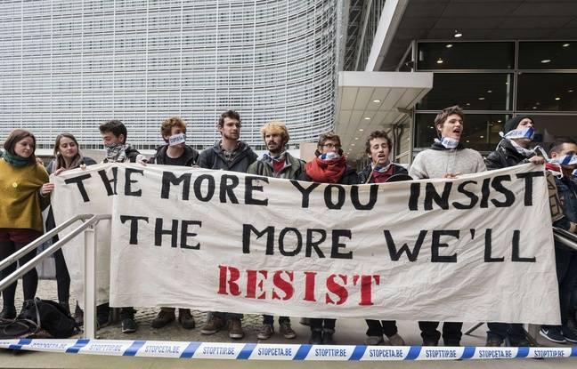 Des militants anti-CETA.
