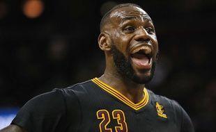 LeBron James a inscrit un triple double lors de Cleveland-New York (117-88) pour la reprise de la NBA, le 25 octobre 2016.