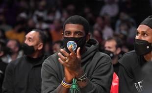Le meneur des Brooklyn Nets, Kyrie Irving, qui refuse de se faire vacciner, le 2 octobre 2021 lors d'un match de pré-saison.