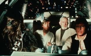 Peter Mayhew (Chewbacca) , Mark Hamill (Luke Skywalker) , Alec Guinness (Obi-Wan Kenobi) et Harrison Ford (Han Solo) dans «Star Wars».