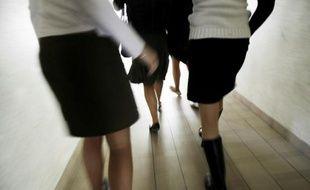 L'autocensure règne encore parmi les femmes ingénieurs qui s'estiment à 80% capables d'occuper un poste de direction mais avouent hésiter à postuler pour la moitié d'entre elles, selon une enquête
