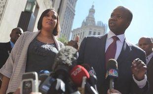 L'avocat de Nafissatou Diallo, Kenneth Thompson, a tenu une conférence de presse devant le tribunal de Manhattan, le 22 août 2011, après que les adjointes du procureur Vance lui aient signifié qu'il demanderait un abandon des charges pesant sur DSK le lendemain.