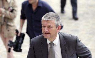 """Le député de la 1ère circonscription de la Charente-Maritime, Olivier Falorni, exclu du PS pour ne pas avoir retiré sa candidature aux législatives face à Ségolène Royal, rejoint le groupe du PRG à l'Assemblée tout en souhaitant """"à terme"""" rejoindre celui du PS, sa """"famille""""."""