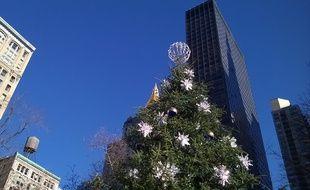 Le sapin de Noël décoré par l'office de tourisme de Strasbourg à New York.