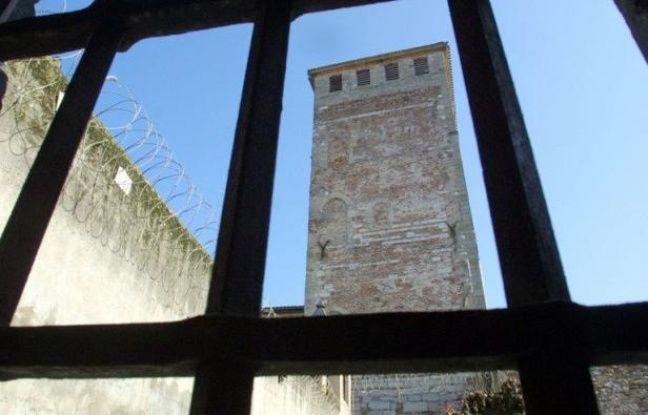 Des investisseurs chinois ont manifesté leur intérêt pour racheter à l'Etat français la prison de Cahors, réputée la plus vieille de France, et la transformer le cas échéant en hôtel restaurant haut de gamme.