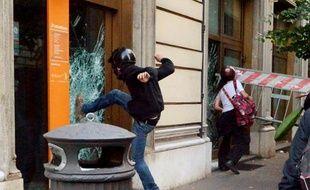 Des incidents en marge de la manifestation contre l'austérité à Rome le 19 octobre 2013