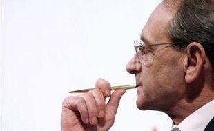 """Le maire socialiste de Paris Bertrand Delanoë s'est déclaré mardi """"disponible pour une véritable concertation"""" sur un """"Grand Paris"""" liant capitale et banlieue, projet évoqué mardi par Nicolas Sarkozy dans sa conférence de presse à l'Elysée."""