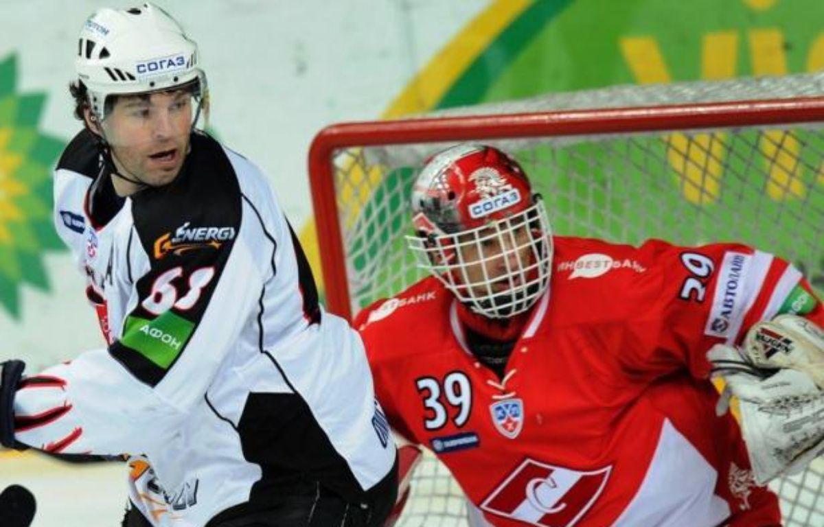 Le gardien de but tchèque de hockey sur glace Dominik Hasek, double vainqueur de la Coupe Stanley avec Detroit (2002, 2008) et champion olympique en 1998, va définitivement raccrocher à 47 ans les patins, a-t-il annoncé dans la presse mardi. – Alexander Nemenov afp.com