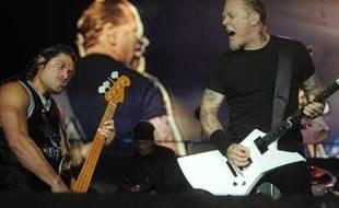 Le Sonisphère Festival a eu lieu pour la première fois en France. Il s'est installé le 8 et 9 juillet à Amnévile et a accueilli quatre grands du métal: Metallica, Slayer, Anthrax et Megadeth. Sur la photo: Le bassiste, Robert Trujillo et le chanteur, James Hetfield, du groupe Metallica.