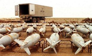 Cette photographie non-datée montre des bombes aériennes chimiques en attente de destruction par l'Unscom à Muthanna, dans le sud-est de l'Irak