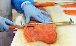 La nouvelel usine du groupe Mowi doit produire à terme 3.000 tonnes de saumon fumé.