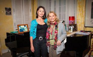 Véronique Sanson chez elle avec sa soeur Violaine, en octobre 2014.
